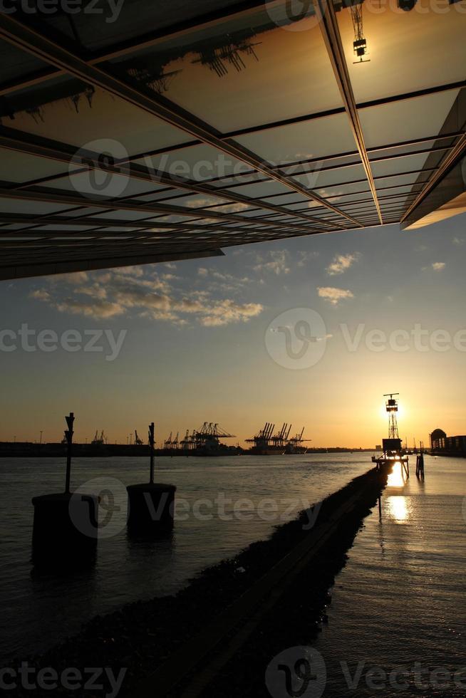 hamburgare hafen dockland sonnenuntergang elbe foto