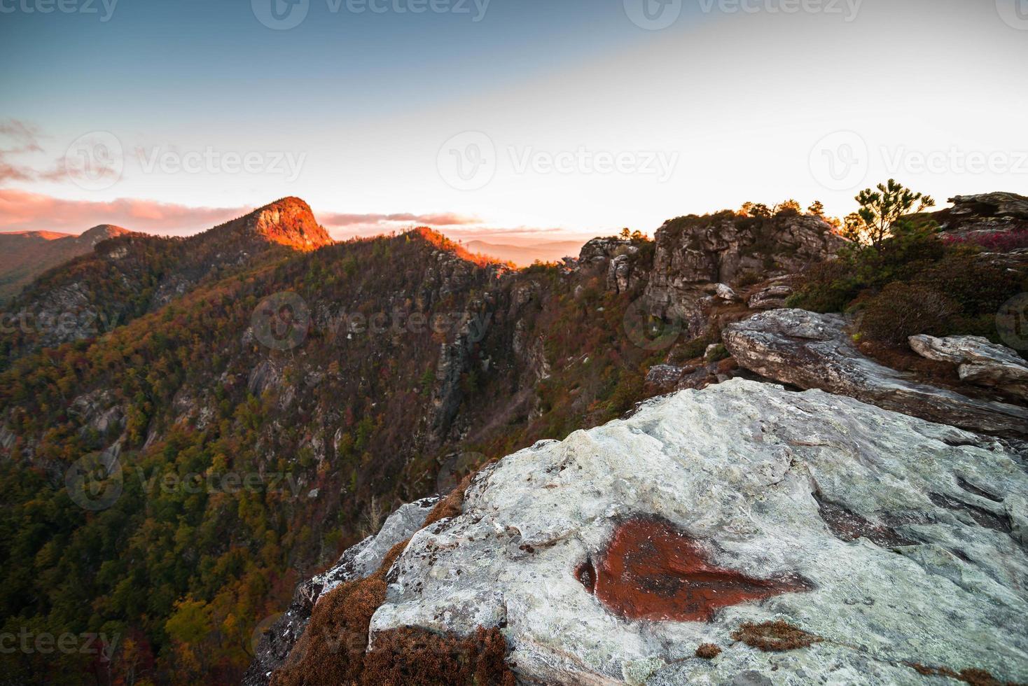 linville gorge soluppgång från skorstenarna 2 foto