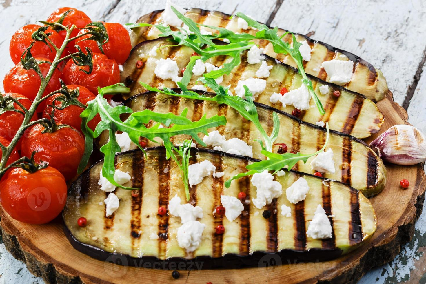 grillad aubergine med fetaost foto