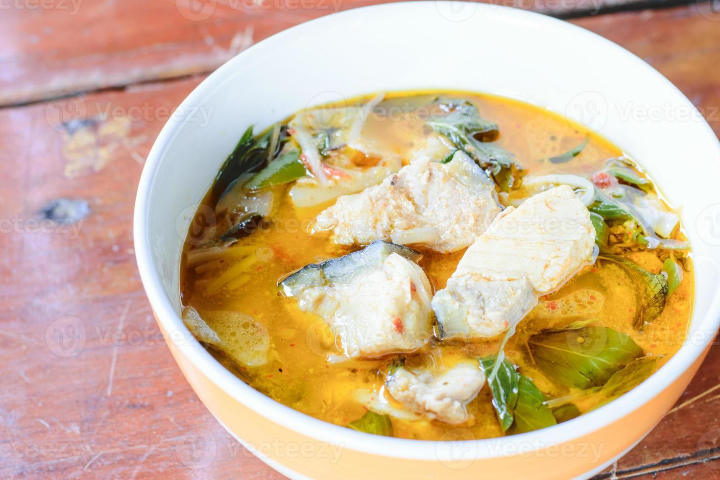 röd curry med fisk foto