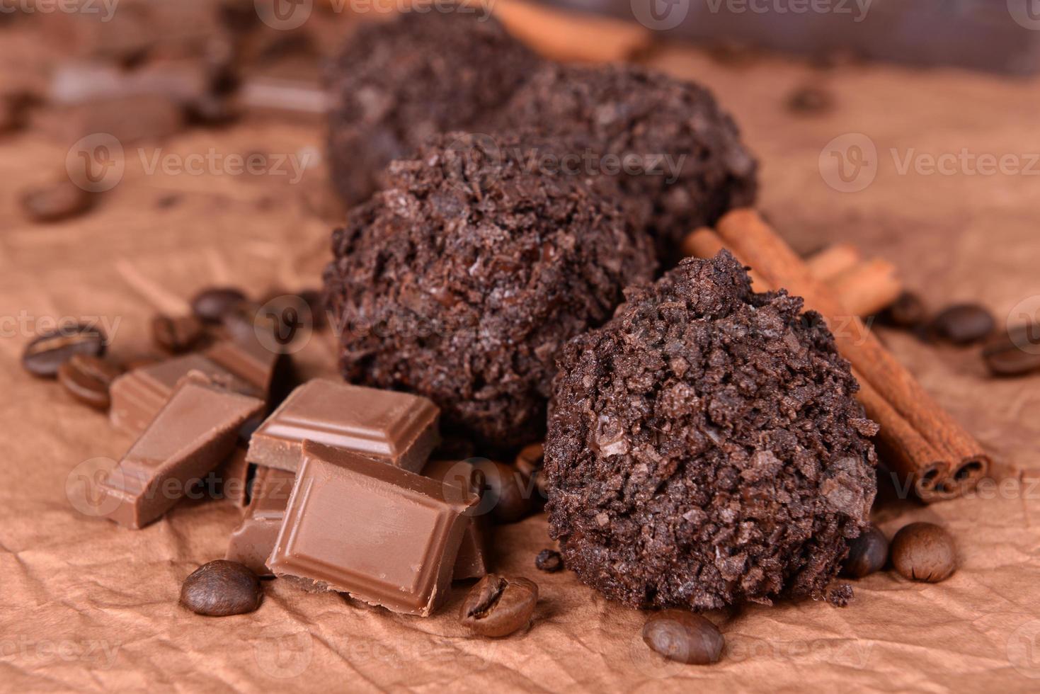 läckra choklad på tabell närbild foto