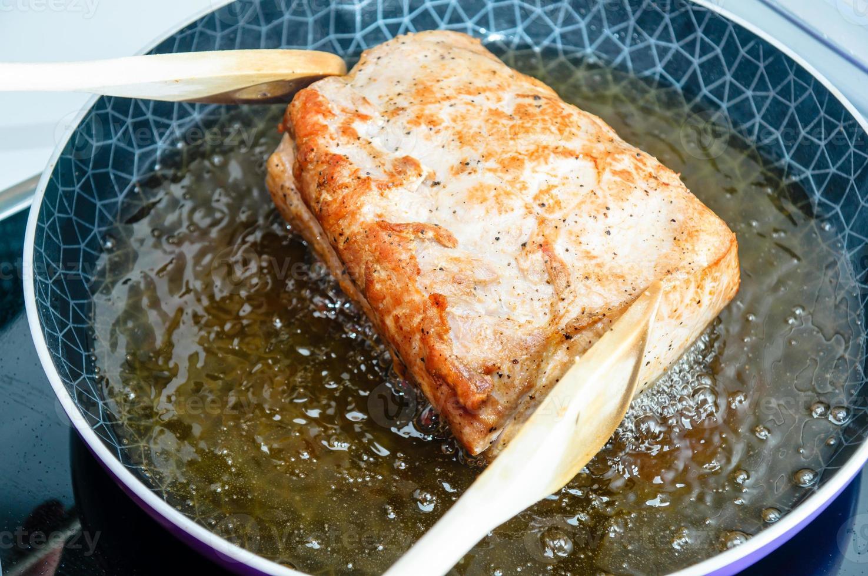 matlagning av grisköttstam foto