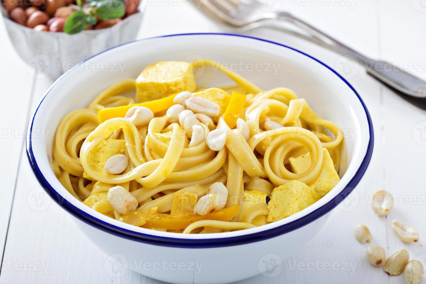 vegan curry pasta med tofu foto