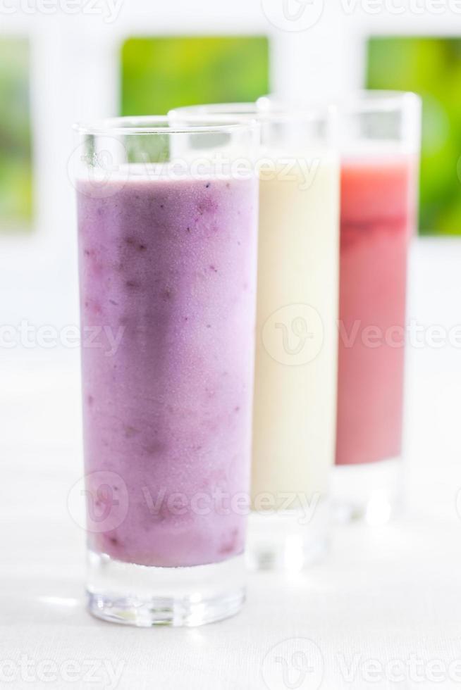krämig yoghurtbärsmoothie foto