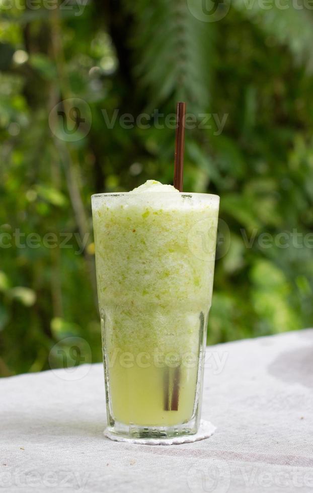 smoothie av grönt äpple. foto