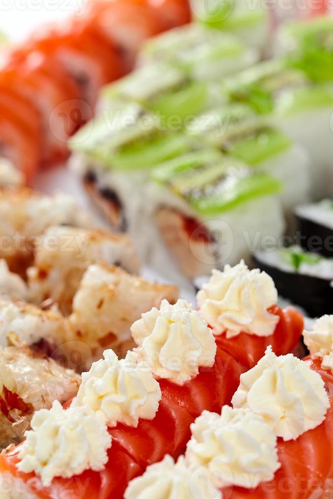 aptitretande japansk sushi foto