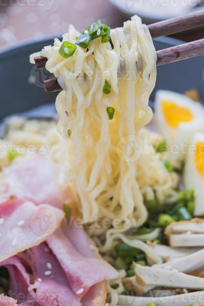asiatisk mat japansk ramen noodle foto
