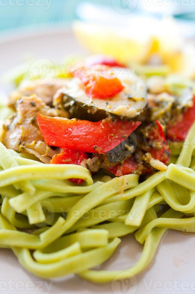 grön pasta foto