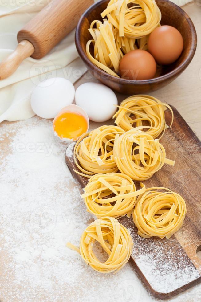rå hemlagad pasta foto