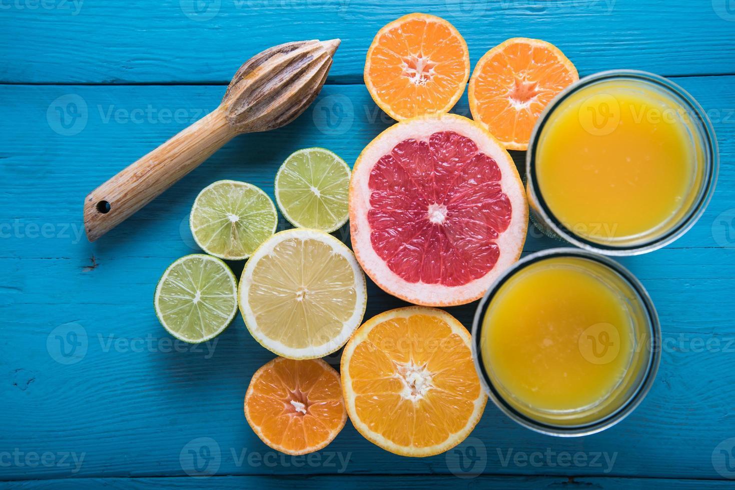 färskpressad citrussaft foto