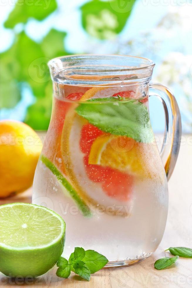 kall citrusfruktdrink foto
