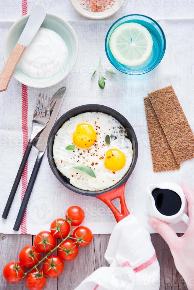 stekt ägg till frukost foto