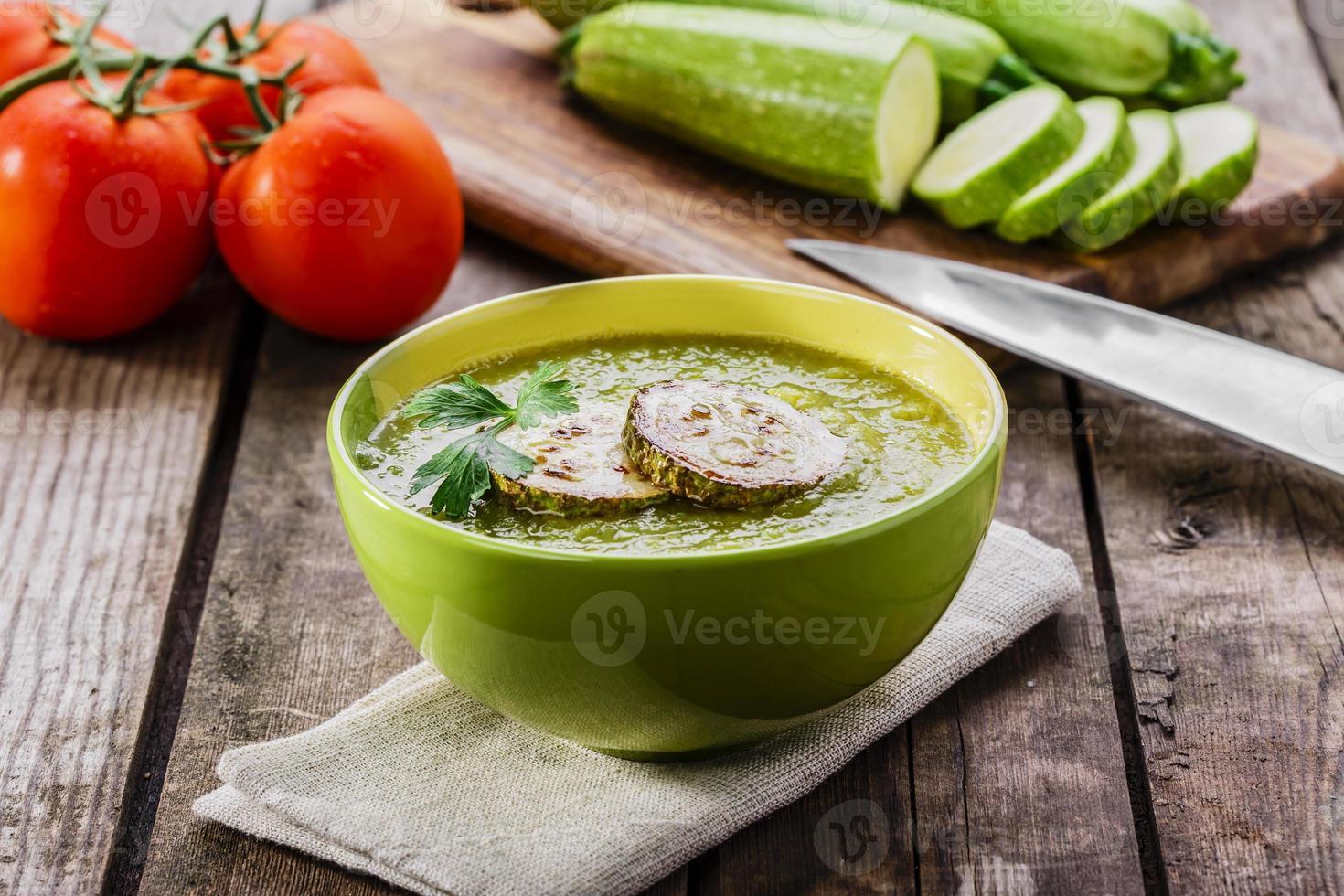 grädde zucchinisoppa foto