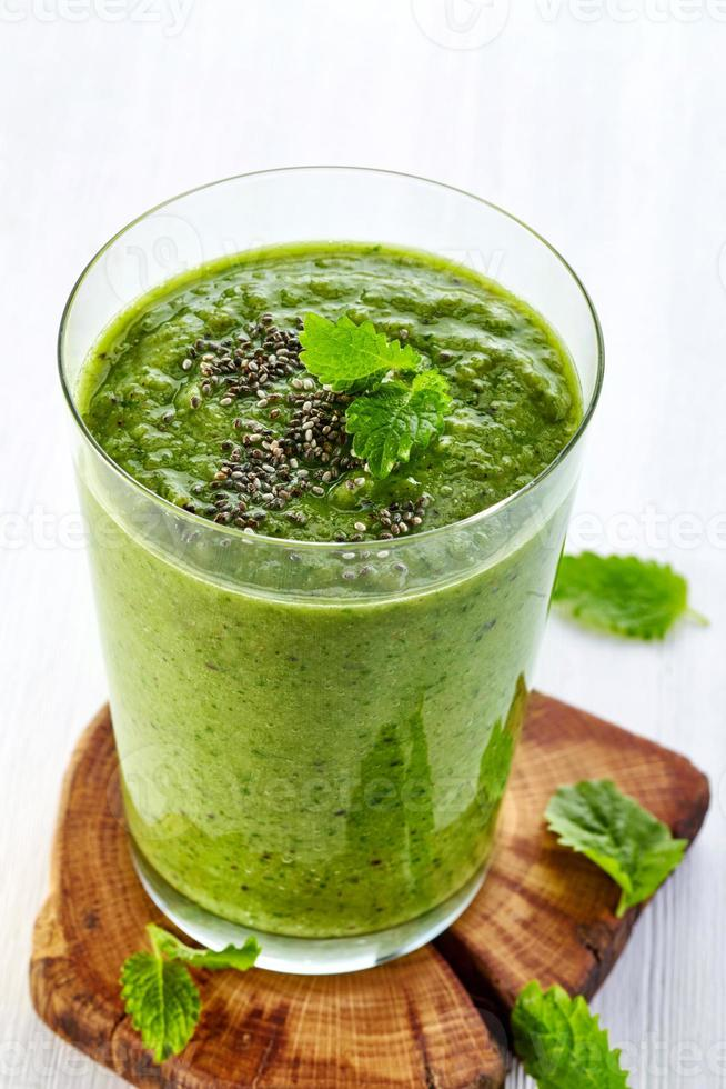 hälsosam grön smoothie foto
