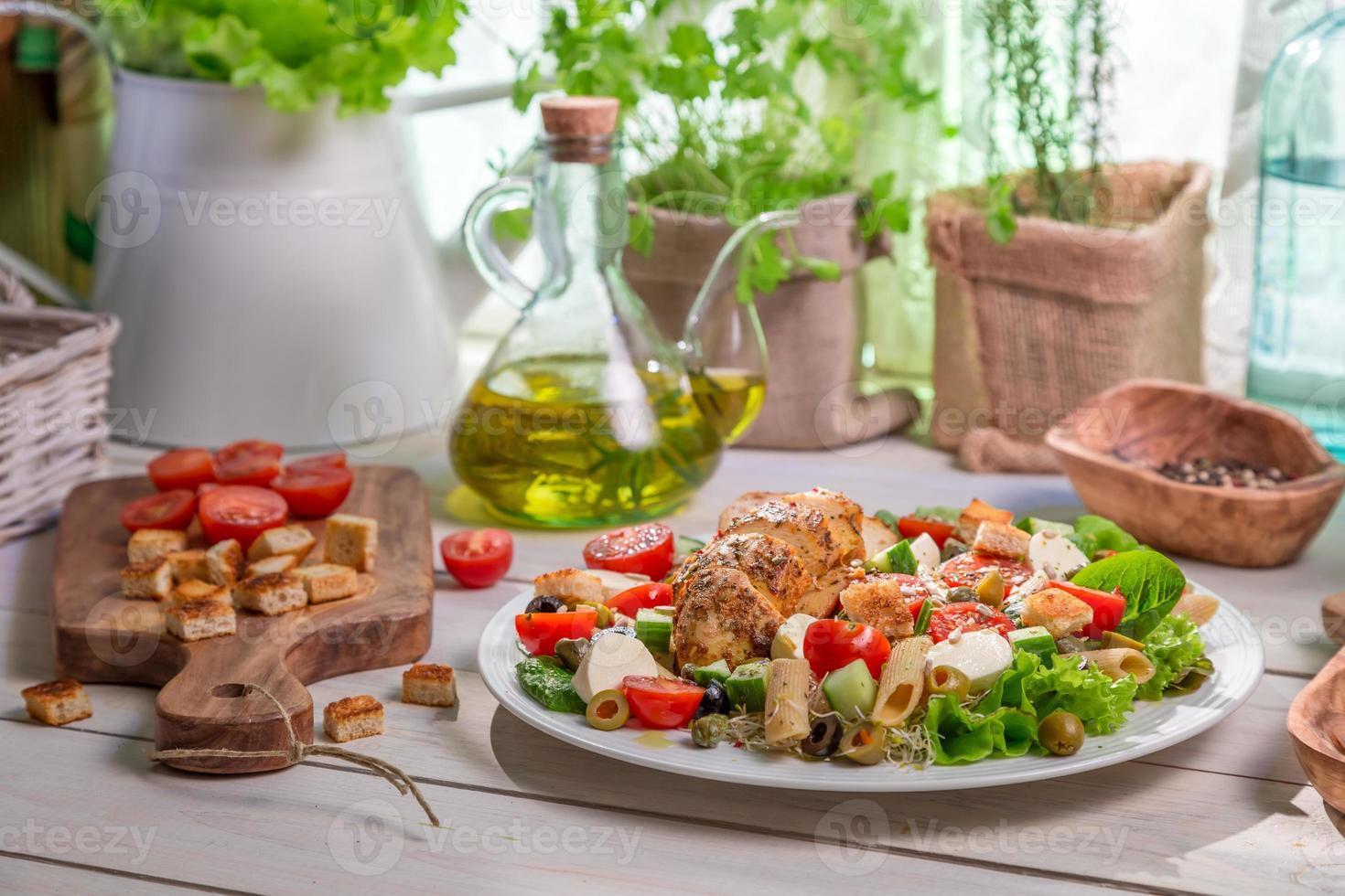 hälsosam hemlagad mat med grönsaker foto