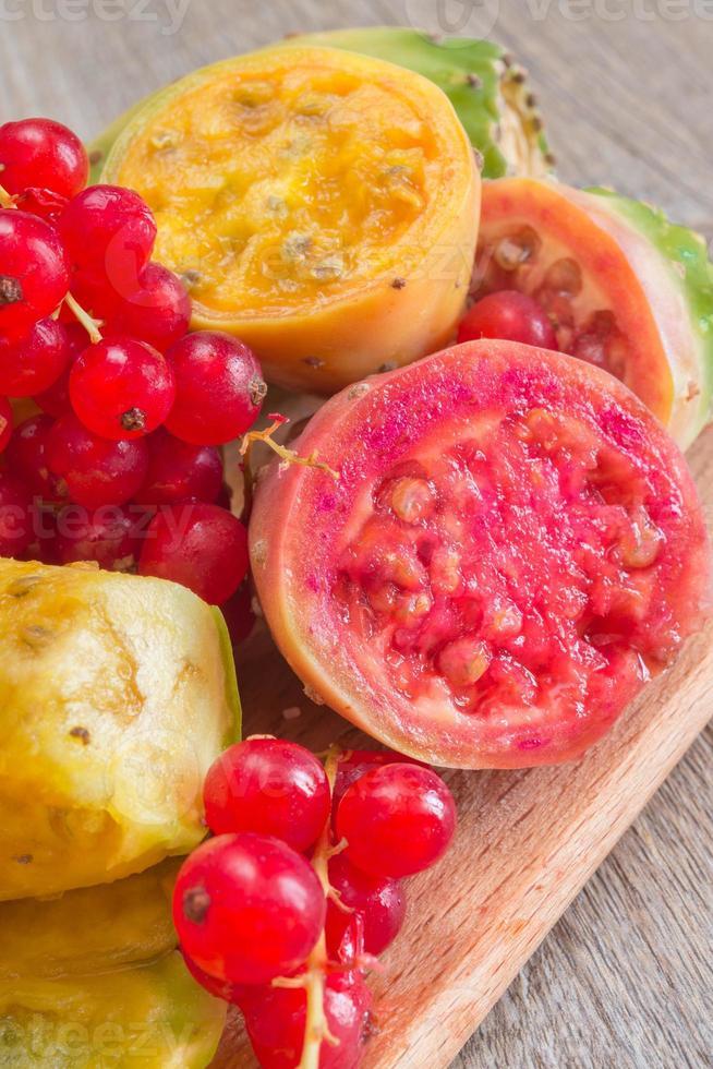 prickiga päron och hallon foto