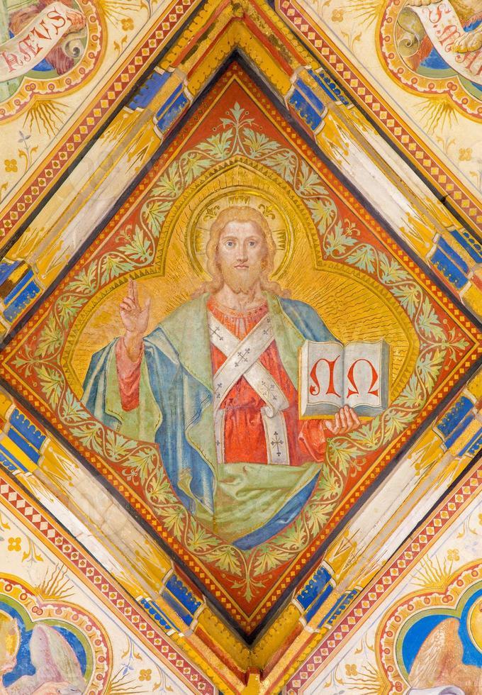bratislava - fresco av jesus christ i katedralen foto