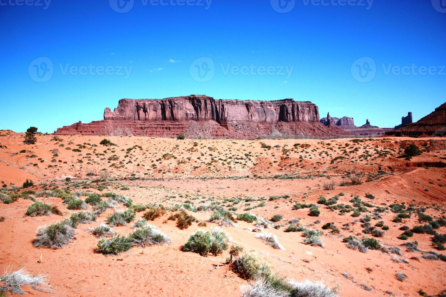 utsikt till Mitchell Mesa i Monument Valley Navajo Tribal Park foto