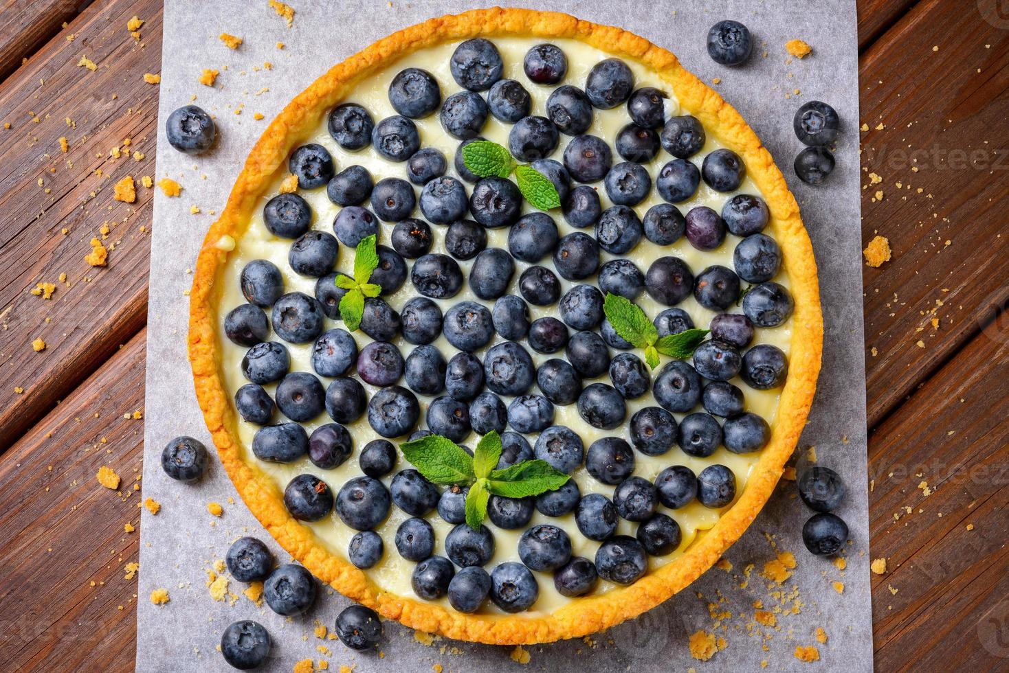 blåbärssyrta på vintage träbakgrund foto