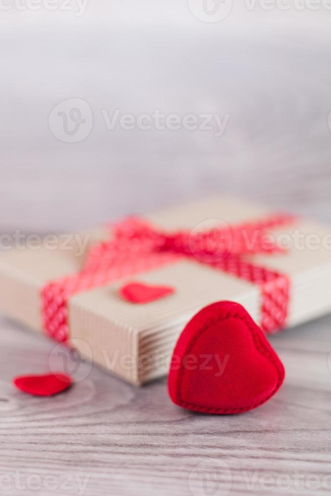 hjärtan och present på alla hjärtans dag foto