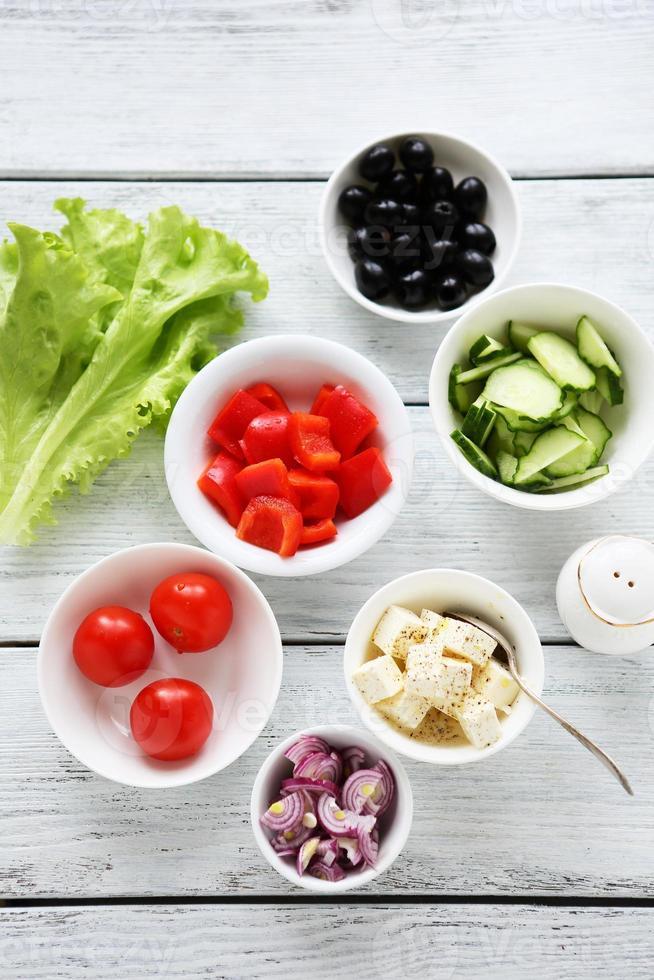 matlagning grekisk sallad foto