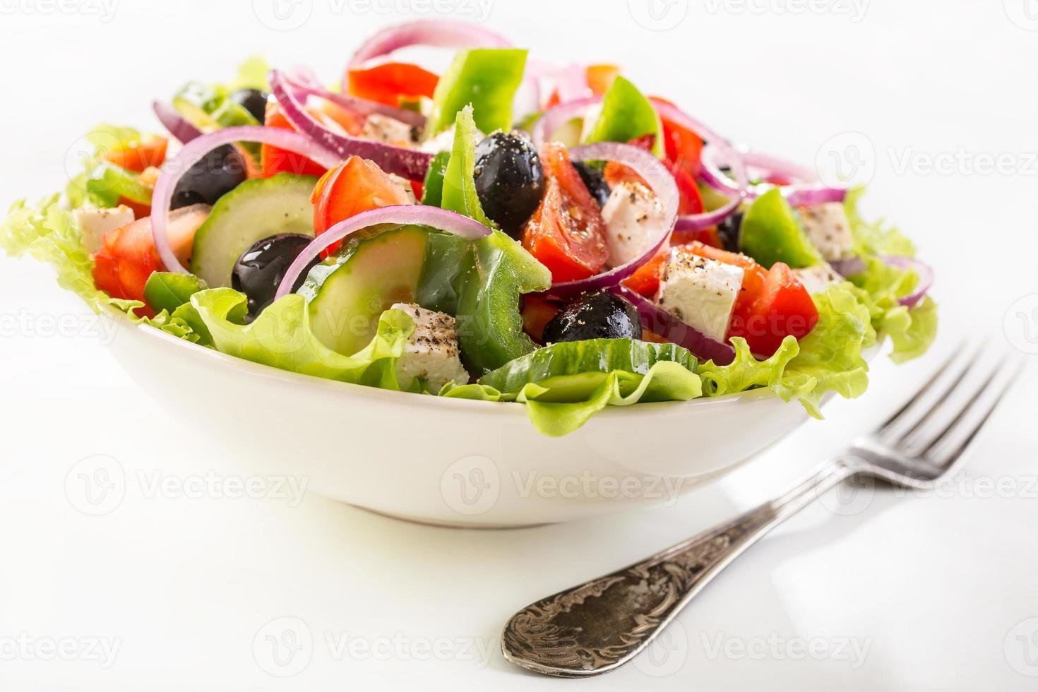 skål med grekisk sallad foto