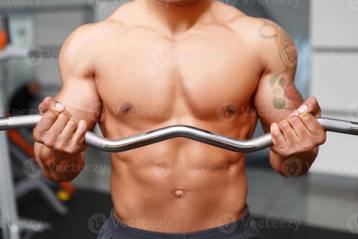 närbild träning av viktlyftare foto