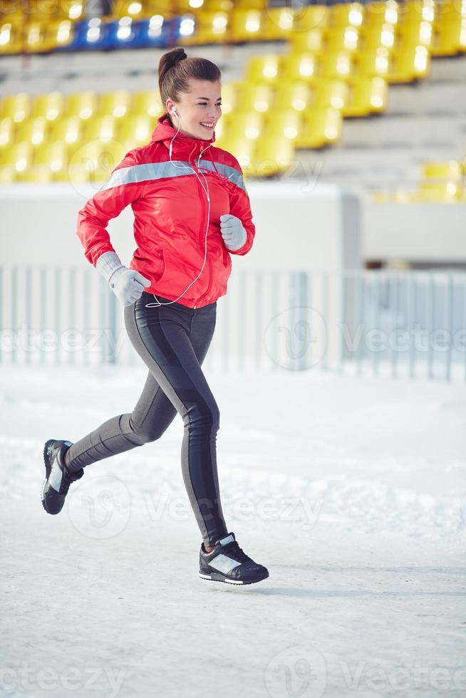 kvinna springer foto