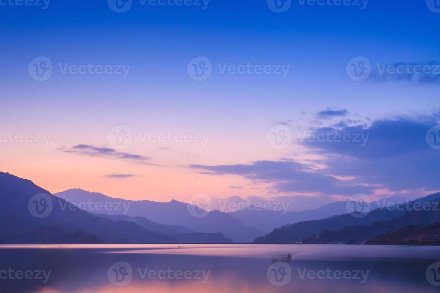 phewa lake, pokhara foto