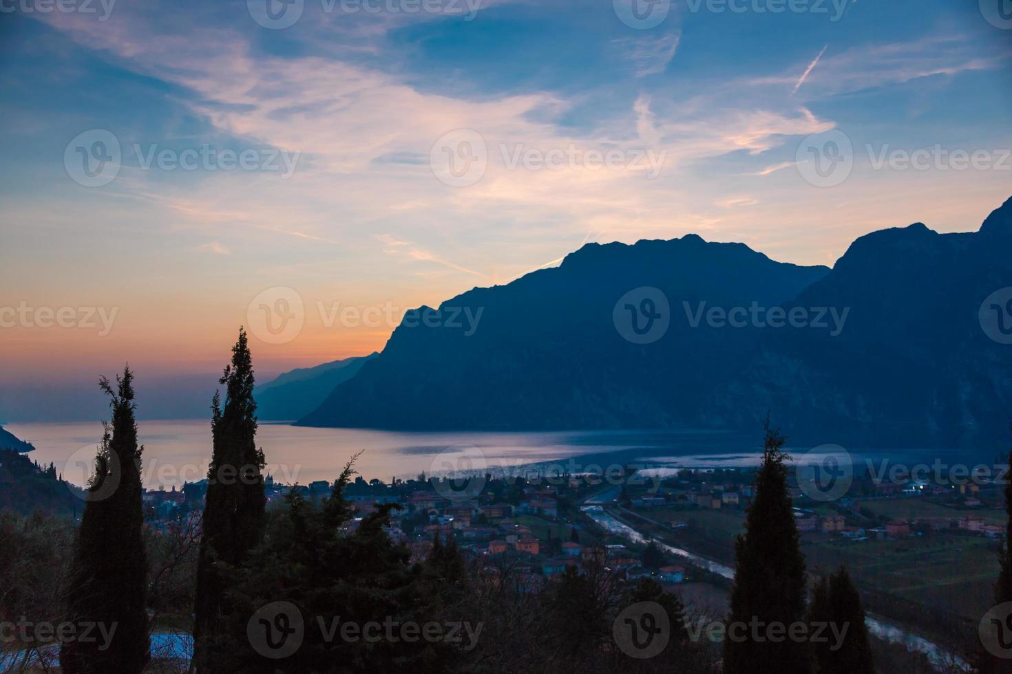 Garda sjön solnedgång foto