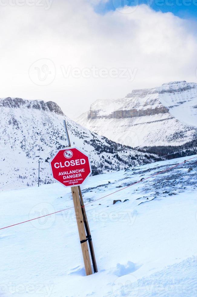 skylt fara för snö foto