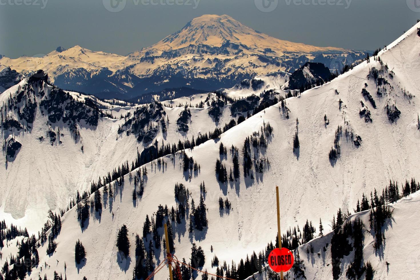 back country snowy mount adams washington foto