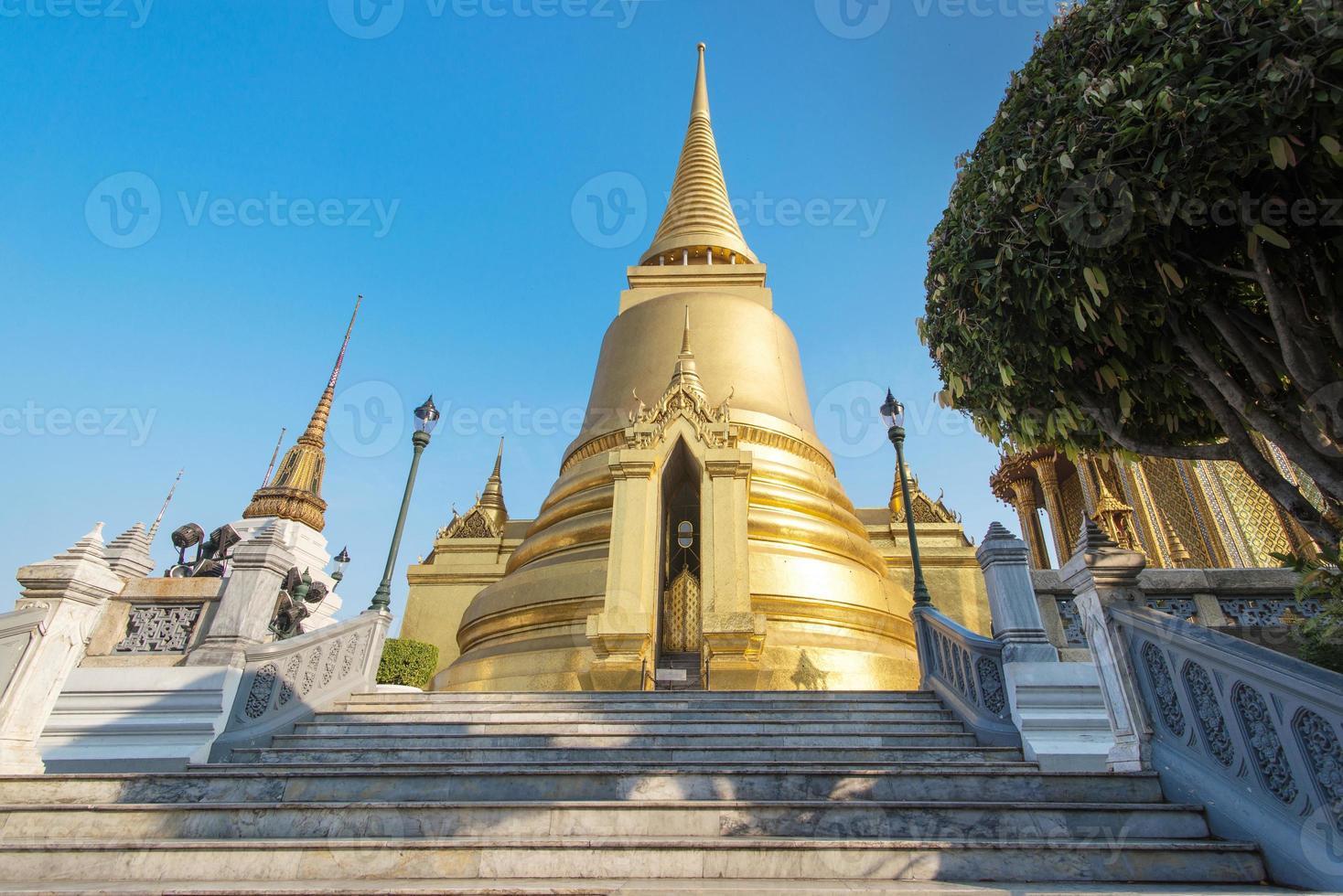 på phra kaeo, templet för smaragdbuddha, bangkok thailand. foto