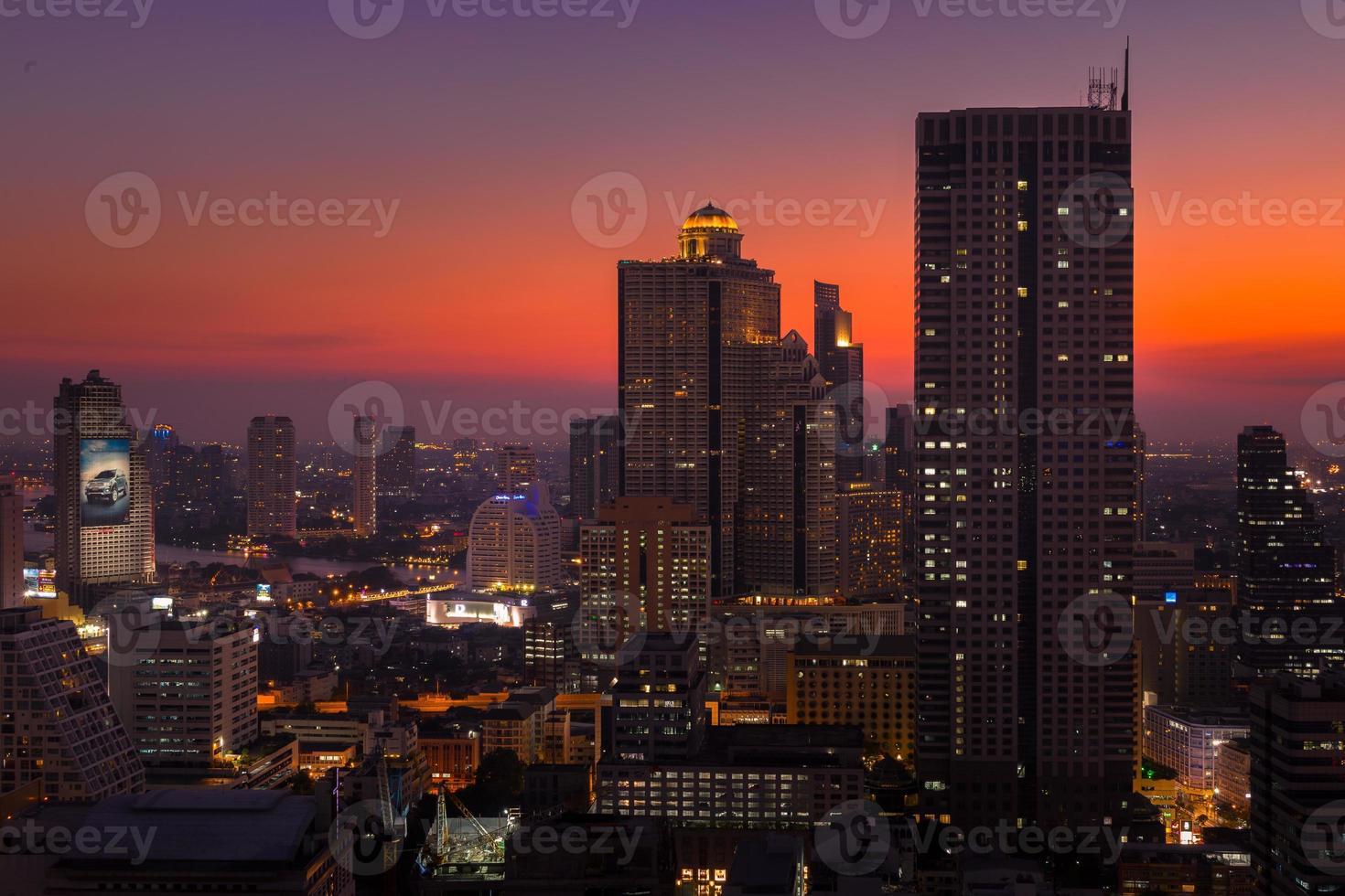 bangkok stadslandskap med solnedgång foto