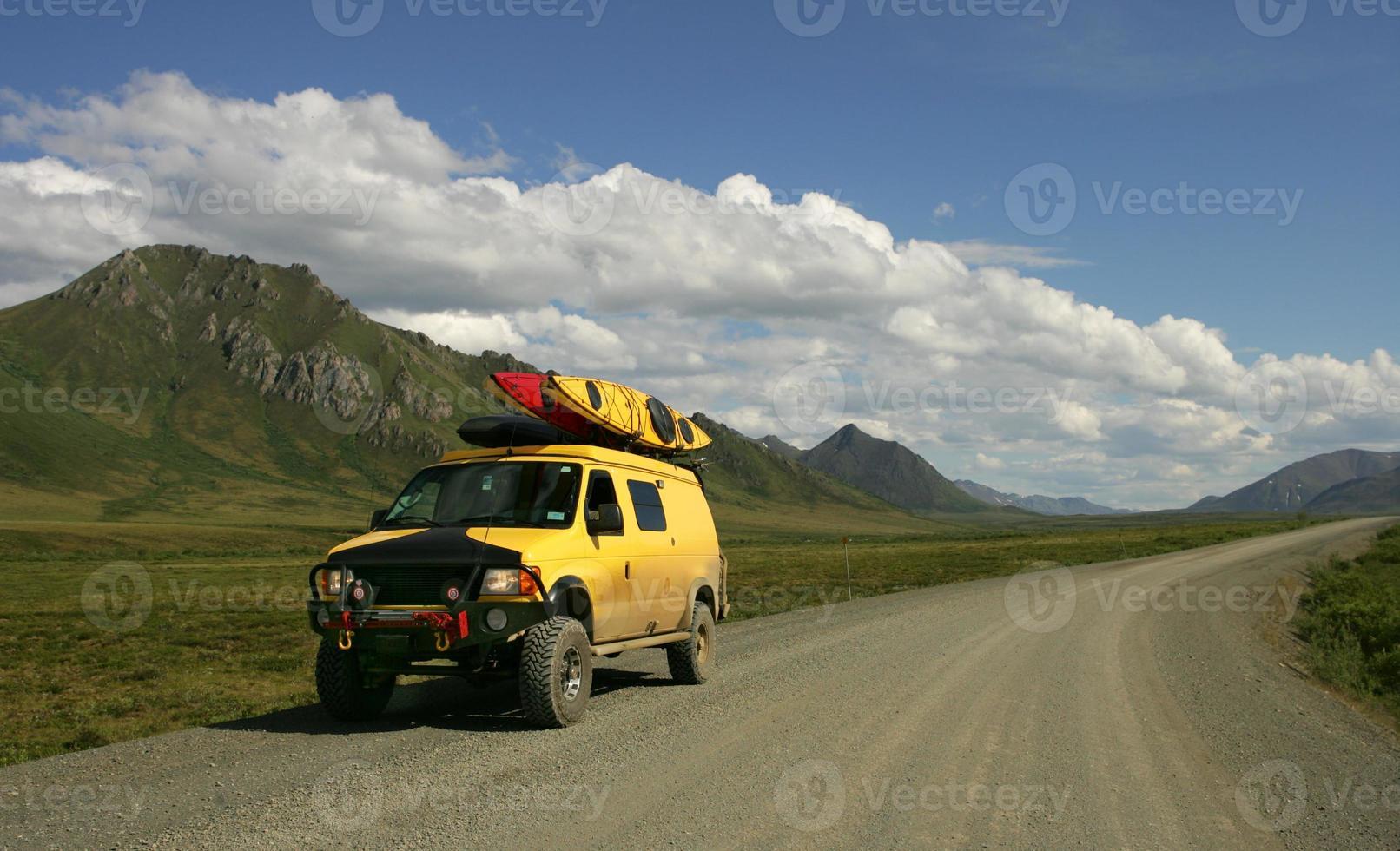 gul skåpbil foto