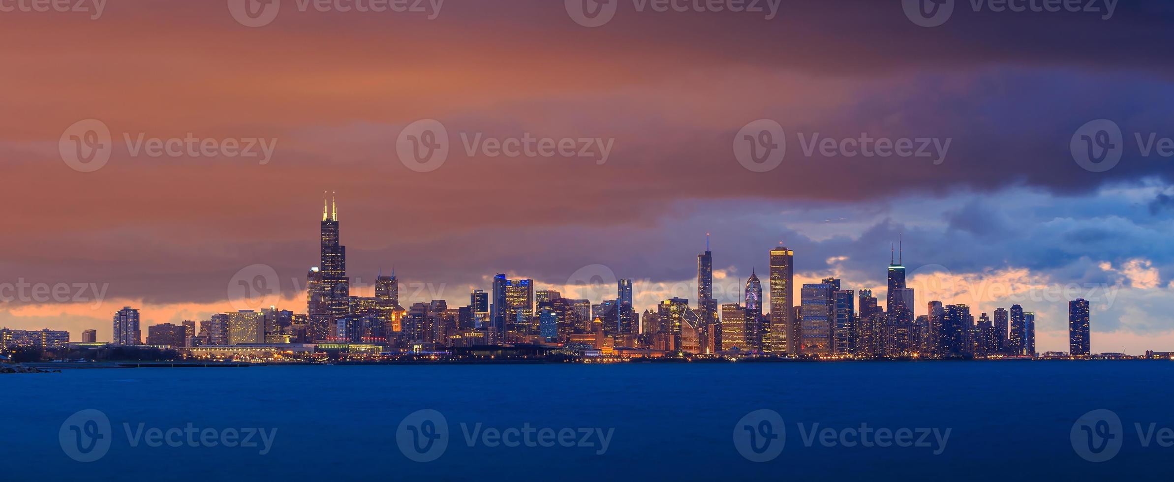 chicago skyline i skymningen foto