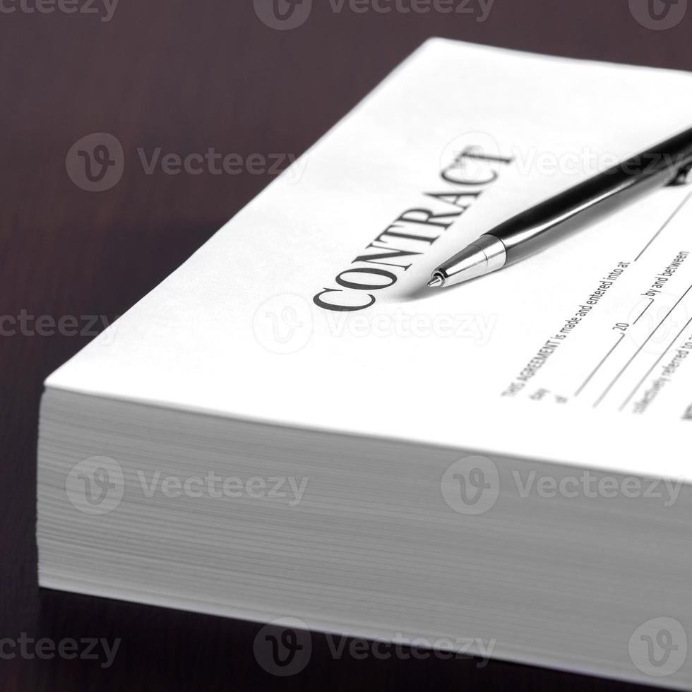 penna på kontraktshandlingarna foto