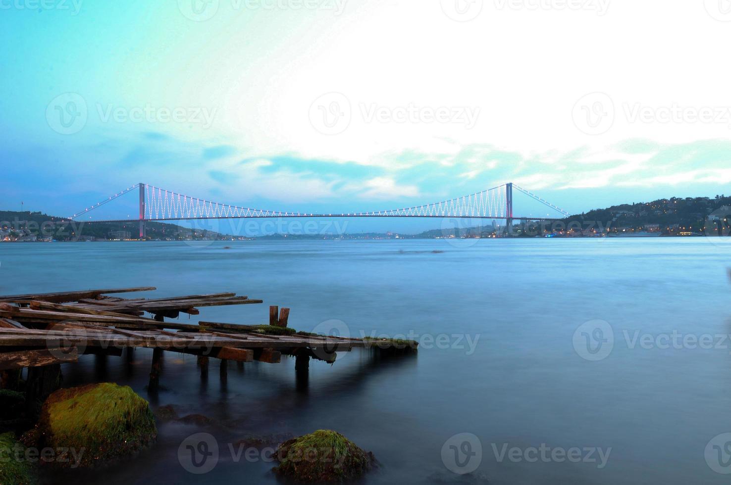 bosphorus bridge / istanbul / kalkon foto