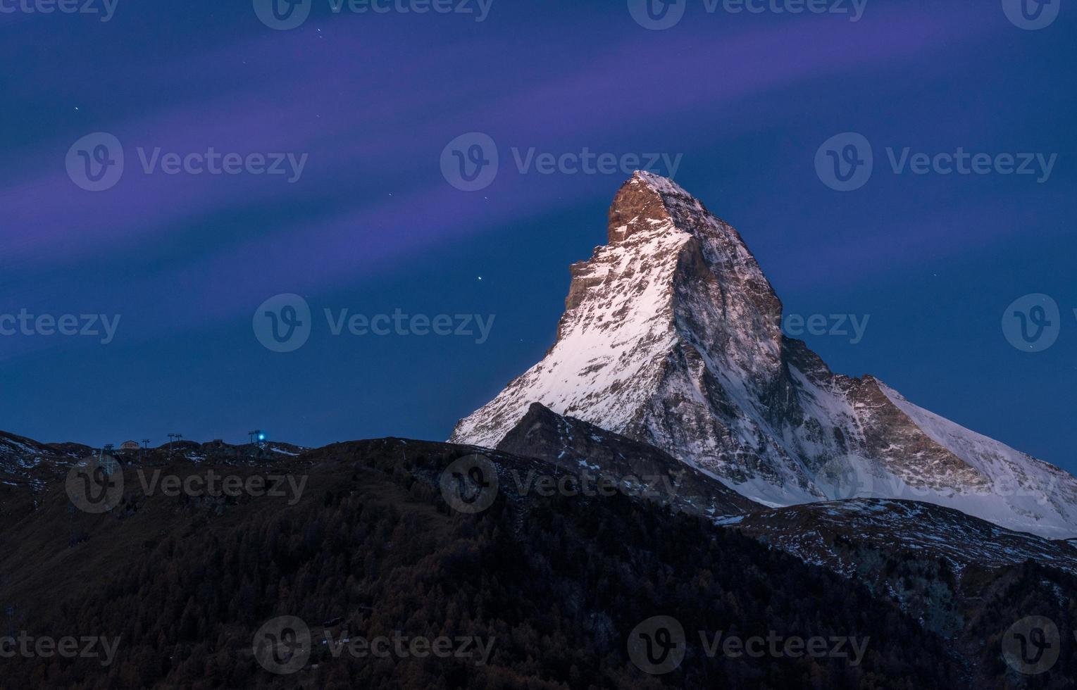 matterhorn zermatt om natten foto