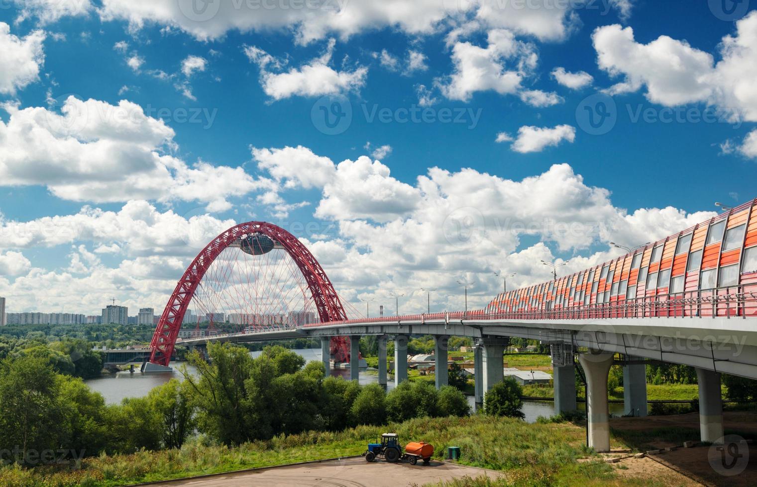 modern kabelstannad bro i Moskva foto