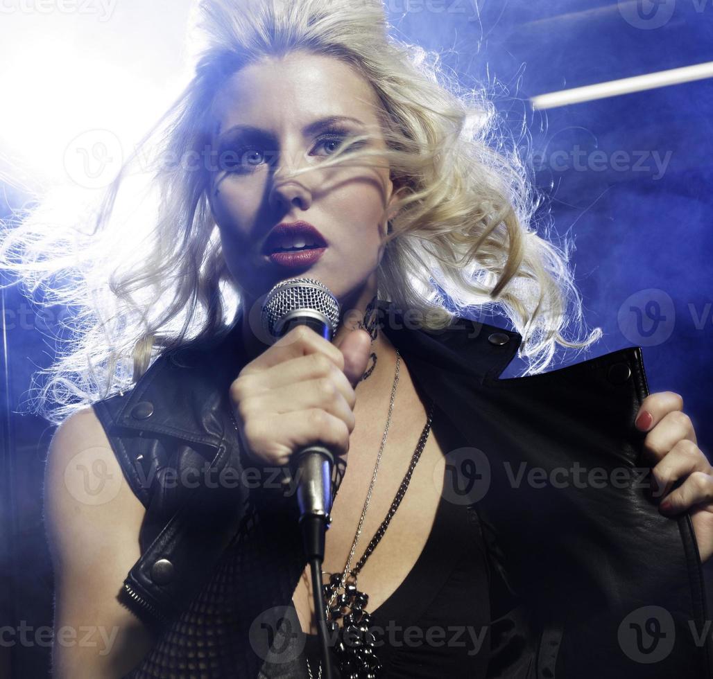 kvinnlig sångare foto