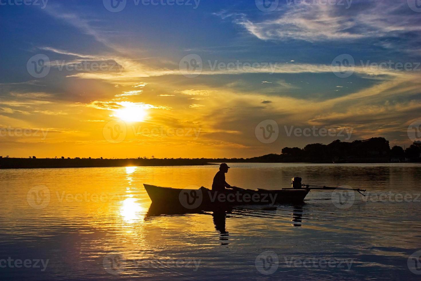 mot solnedgången foto