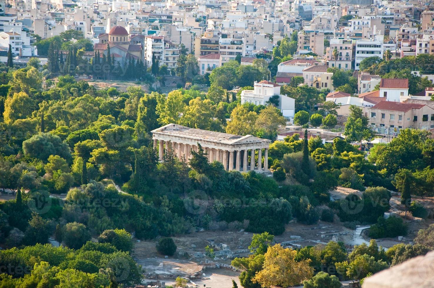 hephaestus tempel i forntida agora från areopagus. foto