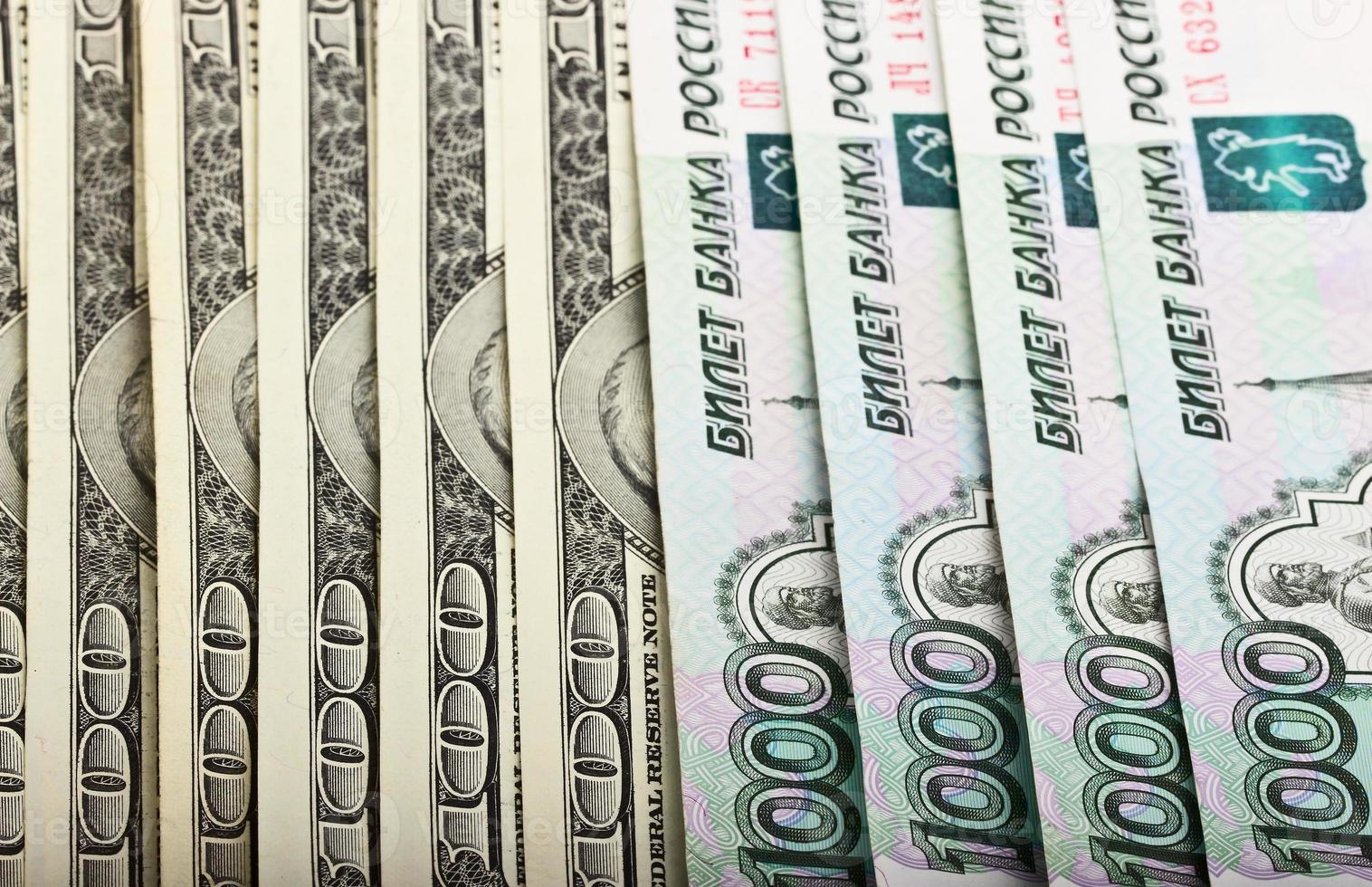 amerikanska dollar och ryska rubel foto