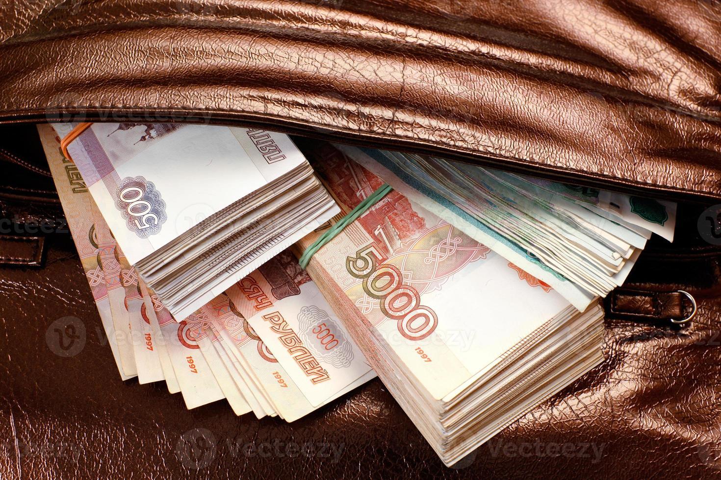 pengar i handväska foto