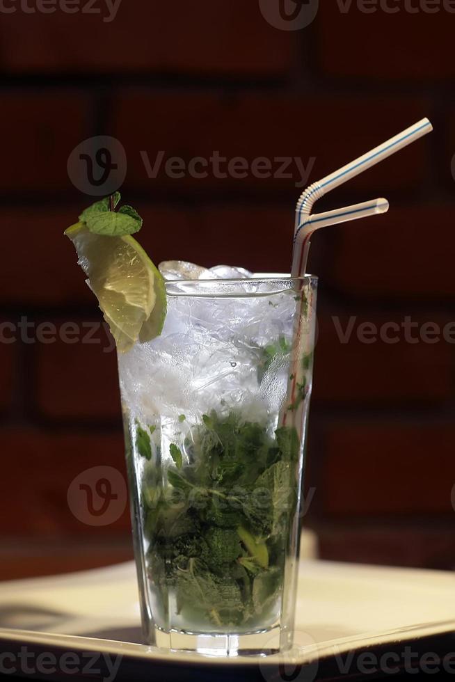 kall alkoholhaltig mojito foto
