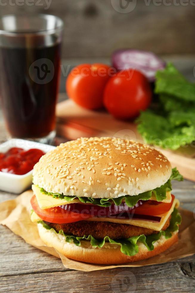 färsk hamburgare foto