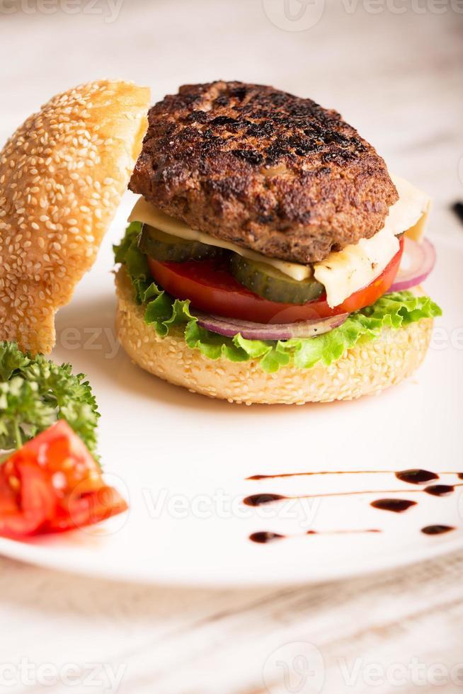 hemlagad hamburgare foto