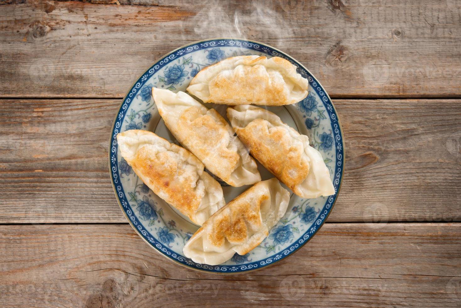 asiatiska aptitretare stekt dumplings foto
