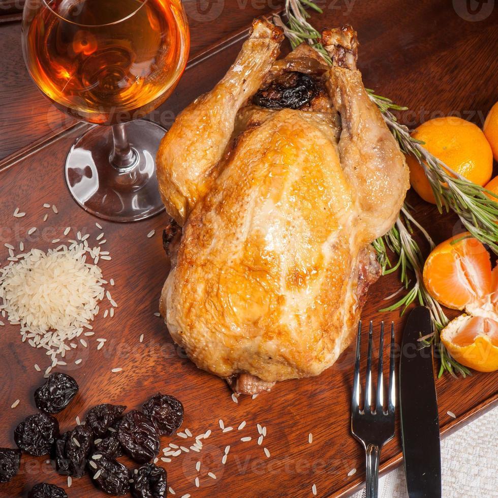 stekt kyckling fylld med katrinplommon foto